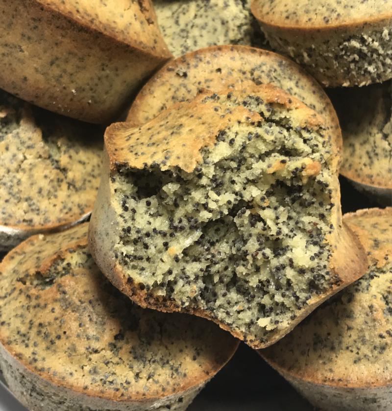 magdalenas, madalenas sin gluten con semillas de amapola, con harina de quinoa