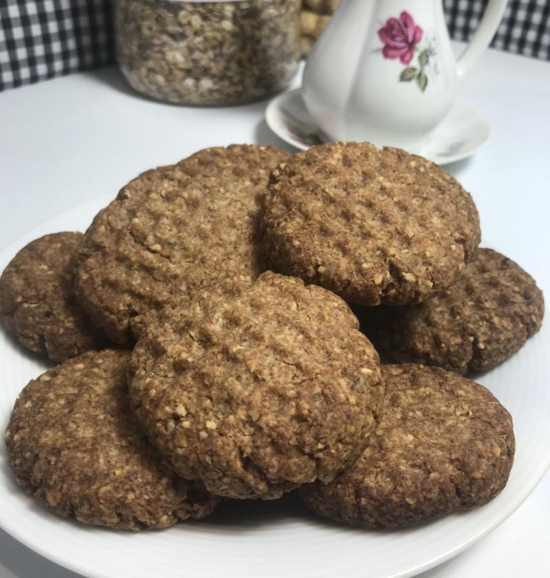 receta de galletas de centeno, frutos secos, huevo, mantequilla